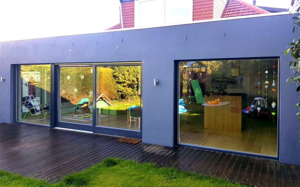 Flat roof extension in Cramond featuring 'Warema' exterior blinds.