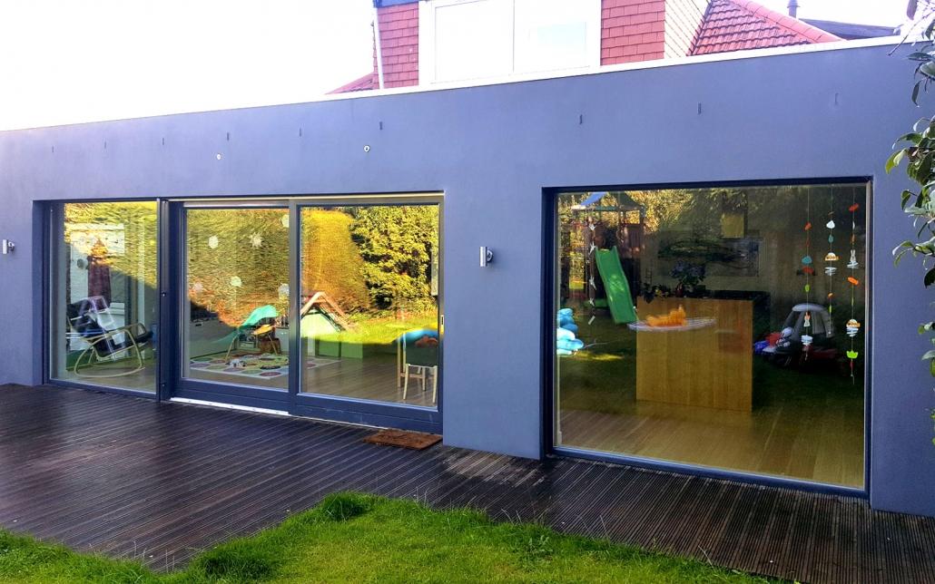 Flat roofed extension featuring 'Warema' sunscreen blinds (Cramond, Edinburgh, Scotland).